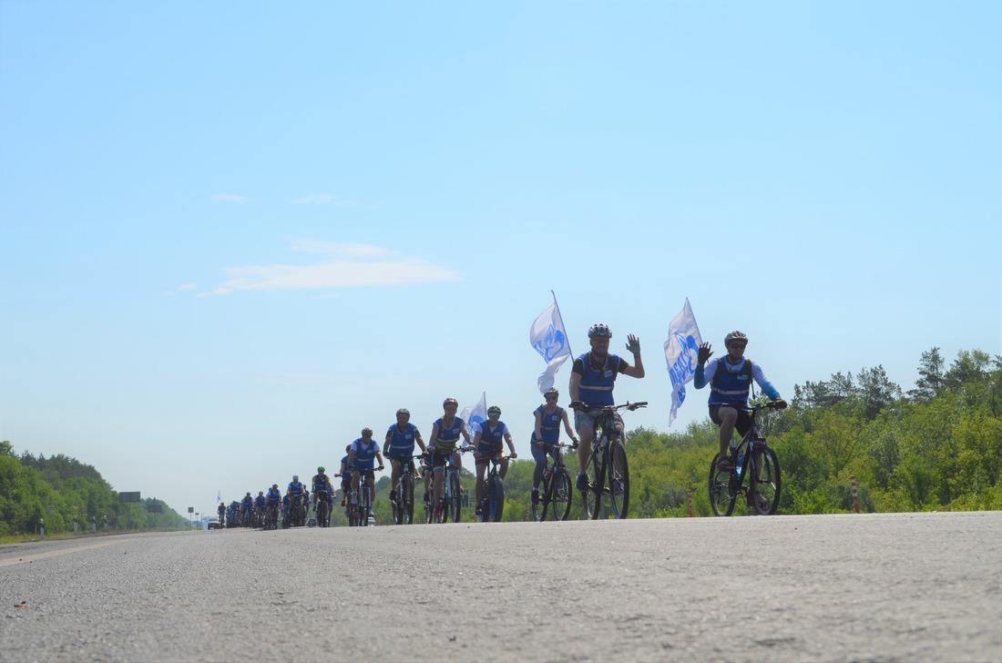 """В велопробеге ООО""""Газпром добыча Оренбург"""" приняли участие 34представителя предприятия разного возраста"""