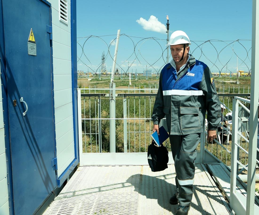 Старший мастер службы энергоснабжения поэлектрохимзащите ГПУ Алексей Чернов приступает квыполнению практического задания