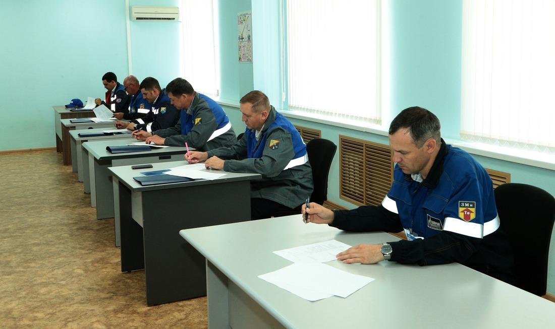 Напервом этапе конкурсанты отвечали навопросы, связанные сэлектроникой, электрохимической защитой откоррозии, охраной труда идругие