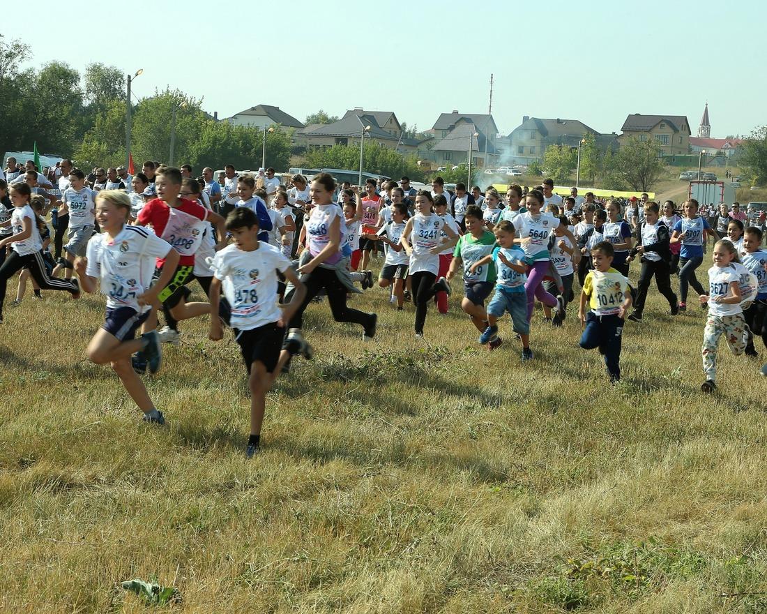 """""""Кросс нации"""" вОренбургском иПереволоцком районах собирает тысячи любителей бега издорового образа жизни"""
