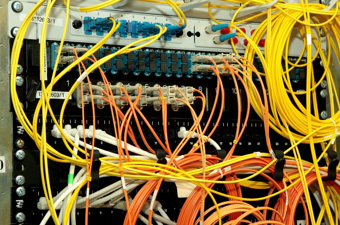 Информацию информационно-управляющей системы производственно-хозяйственной деятельности защищает сложный комплекс подсистем