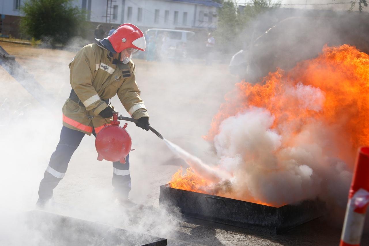 картинки тушат пожар огнетушителем аналогии
